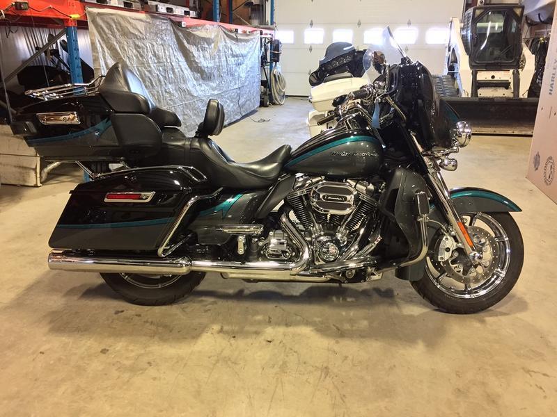 2015 Harley-Davidson® FLHTKSE - CVO™ Limited U951241