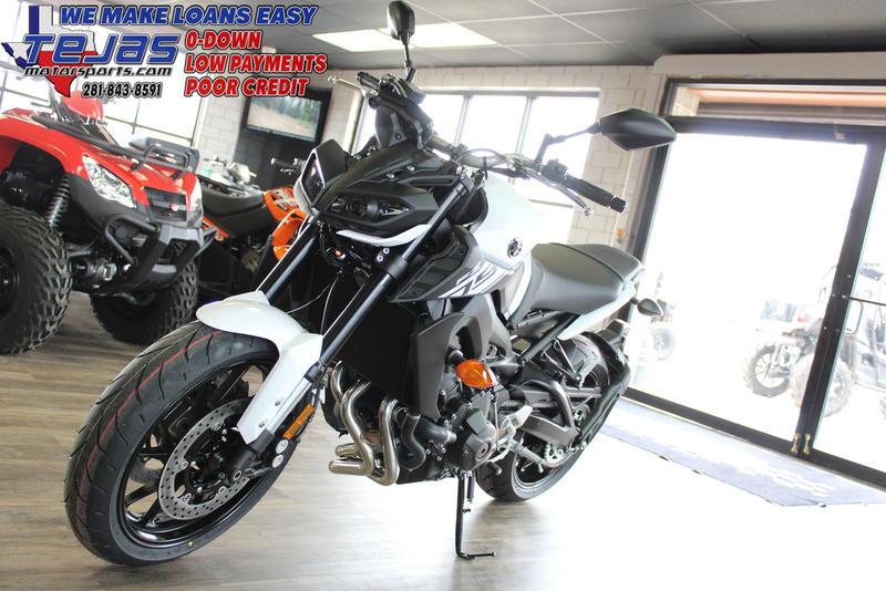 2017 Yamaha FZ-09 11