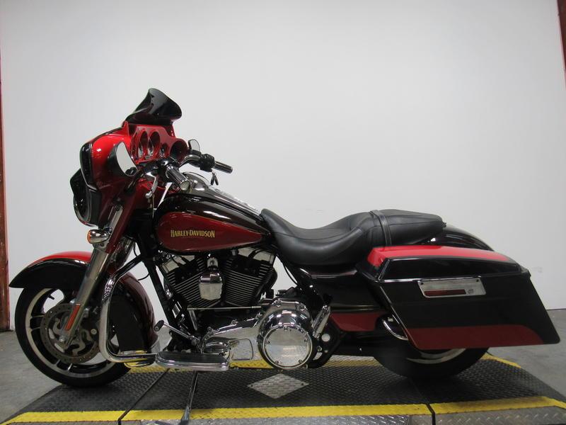 2010 Harley-Davidson FLHX - Street Glide 9