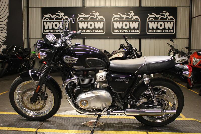 Terrific 2017 Triumph Bonneville T100 Black Jet Black Wow Motorcycles Caraccident5 Cool Chair Designs And Ideas Caraccident5Info