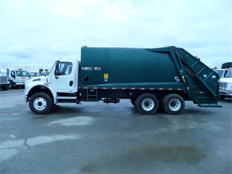2007 FREIGHTLINER BUSINESS CLASS M2 106 Garbage Truck (Packer)