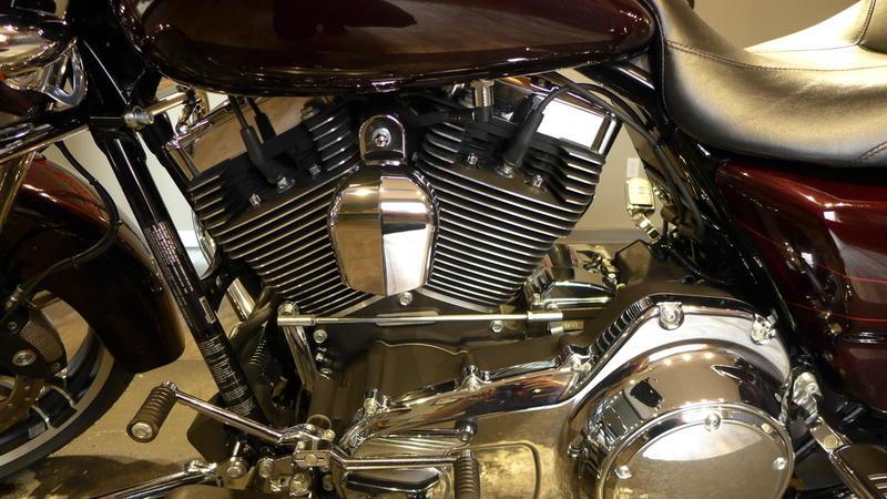 2014 Harley-Davidson FLHXS - Street Glide Special 11