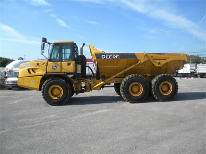 2013 JOHN DEERE 250D II Off Highway Truck