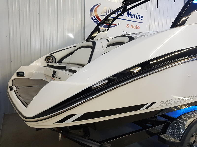 2016 Yamaha boat for sale, model of the boat is 242 Limited S & Image # 7 of 8