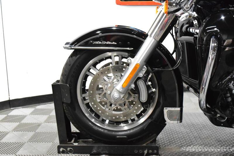 2016 Harley-Davidson® FLHTCUTG