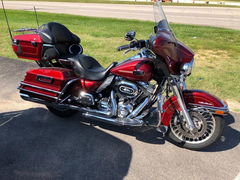 2010 Harley-Davidson® FLHTCU - Ultra Classic® Electra Glide