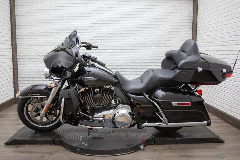 2015 Harley-Davidson FLHTCUL - Electra Glide Ultra Classic Low 12