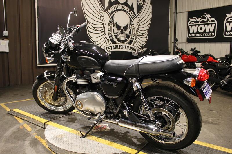 Tremendous 2017 Triumph Bonneville T100 Black Jet Black Wow Motorcycles Caraccident5 Cool Chair Designs And Ideas Caraccident5Info