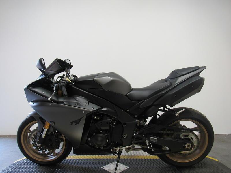 2014 Yamaha R1 8