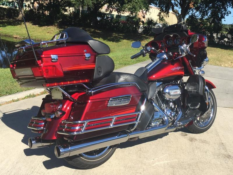 2009 Harley-Davidson® FLHTCUSE - CVO™ Ultra Classic® Electra Glide