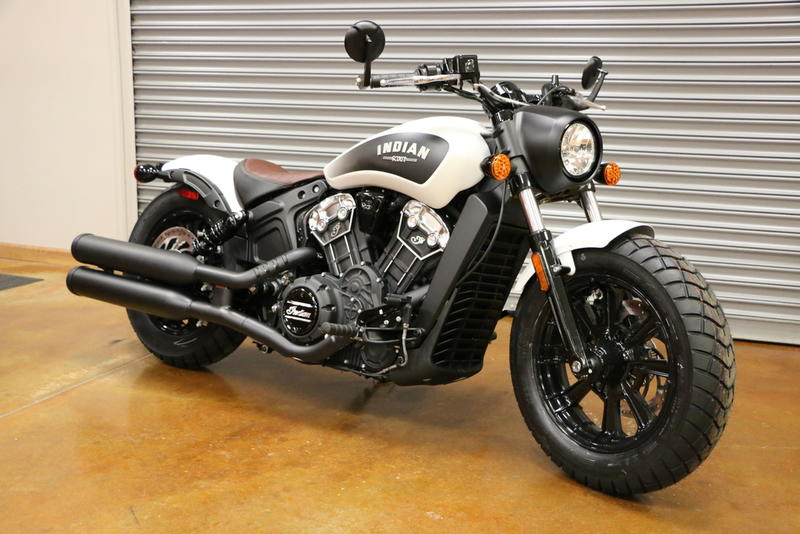 2019 Indian Motorcycle® Scout® Bobber ABS White Smoke | Sky