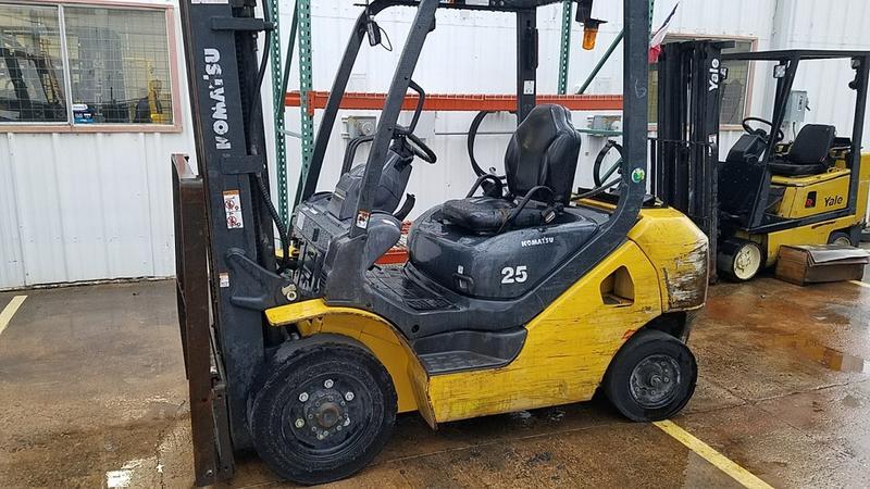 2014 komatsu fg25t 16 5 000 lb lpg pneumatic frontier forklifts rh frontierforklifts com 2011 Komatsu FG25T Komatsu 25 Forklift