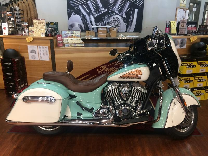 2018 Indian Motorcycle® Chieftain® Classic ABS Thunder Black
