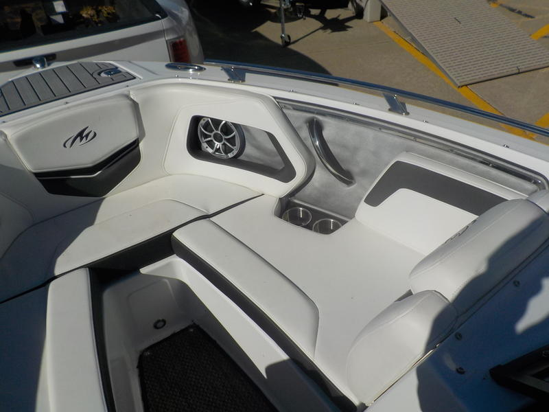 2016 Monterey boat for sale, model of the boat is 218SS & Image # 17 of 21