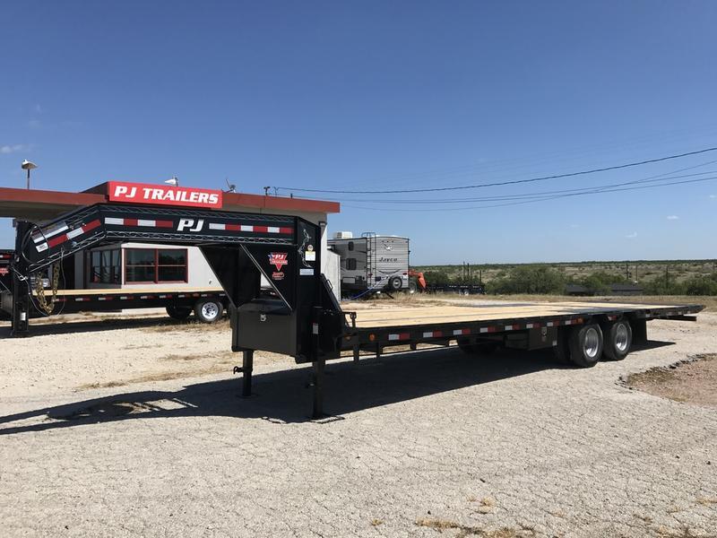 2020 PJ Trailers 102''x32' flat-deck w/hydraulic dovetail