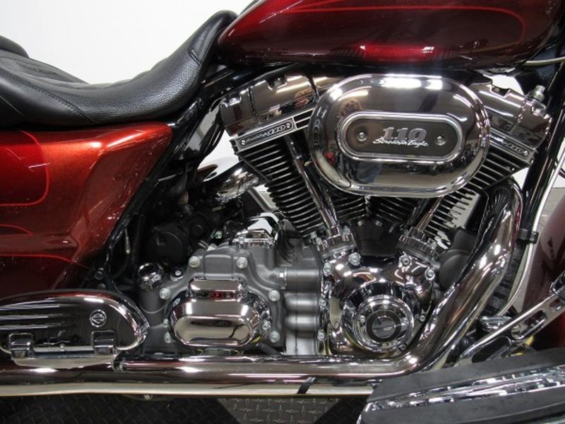 2013 Harley-Davidson FLHRSE5 - CVO Road King 3