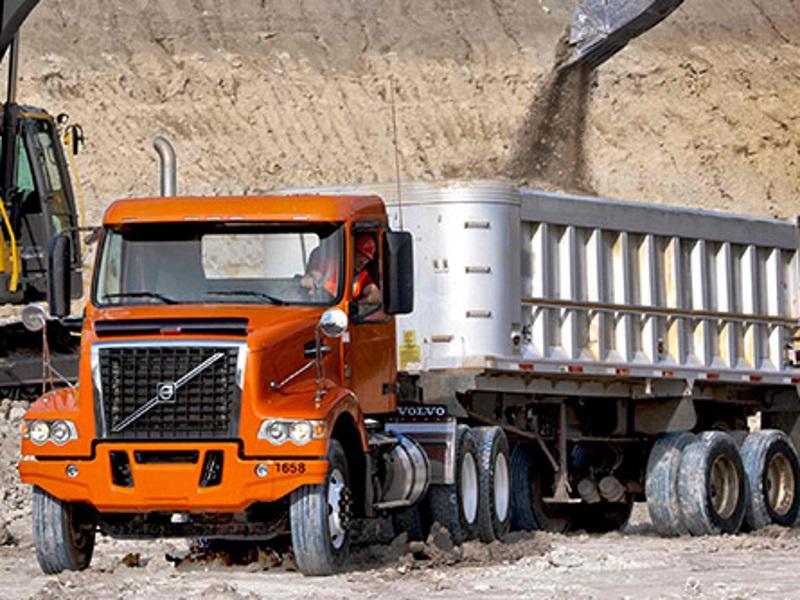2016 Volvo Trucks VHD 200 Axle Back | Gateway Truck