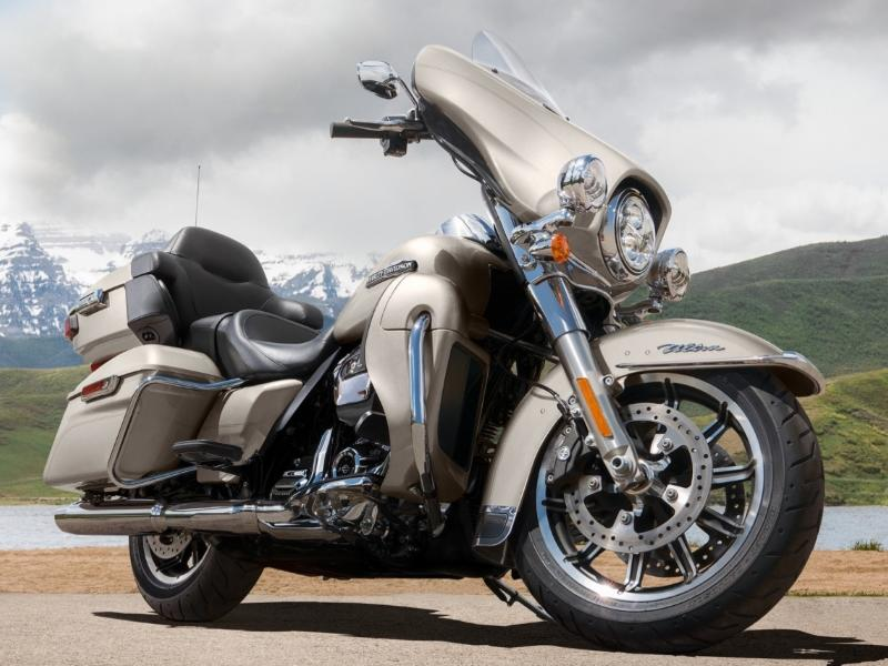 Riding a Heavy Touring Motorcycle | Crystal Harley-Davidson
